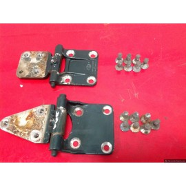 W110 190D Heckfloose Fintail Front Door Hinges Pair Left Or right Side