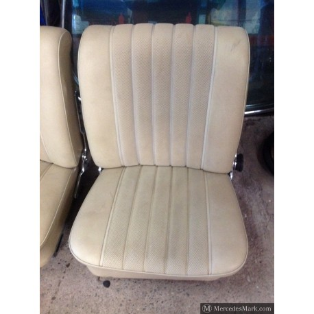 W110 190D Heckflosse Fintail Pair Of Cream MB-TEX Front Seats Left And Right