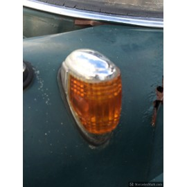 W110 190D Heckflosse Fintail Side Marker & Indicator Lights