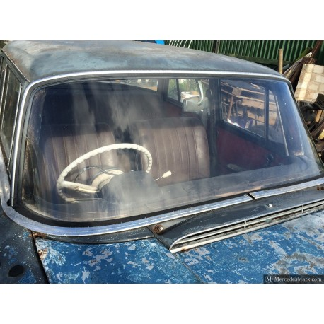 W110 190D Heckflosse Fintail Front Windscreen