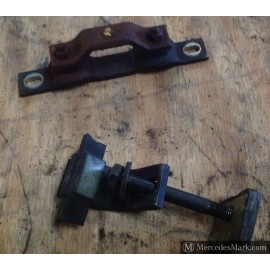 W123 Engine Mounting Stabiliser Mounting For The M102 Engine