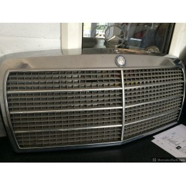 W123 CE & E Chrome Grill Frame, Blue Badge, Grey Grill Insert and Bright Trims