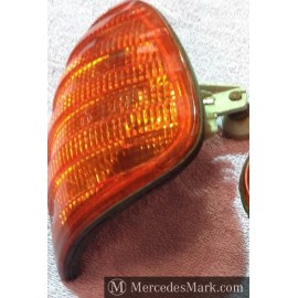 W123 CE & E Genuine OEM Mercedes Benz fitment Front Indicator Lamp Unit Passenger Side.