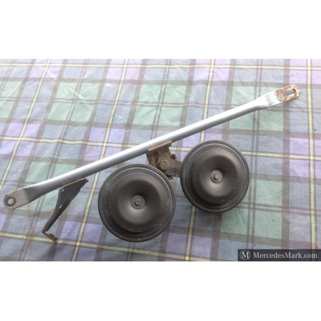 W201 Genuine Mercedes Front Core Support And Horn Bar With A Pair Of Two Tone Horns